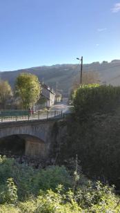 pont à l'entrée de Campan